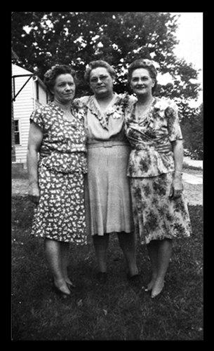 3-women-dressed-up_0.jpg