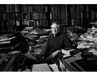 80man-of-hundred-thousand-books385x300