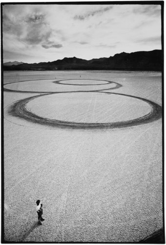 Michael Heizer. Circular Surface