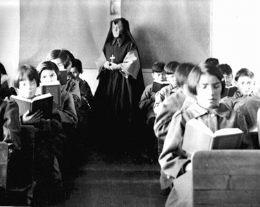 Students_of_Fort_Albany_Residential_School_in_class_380x300