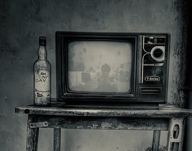 117_poem_television_760x600.png